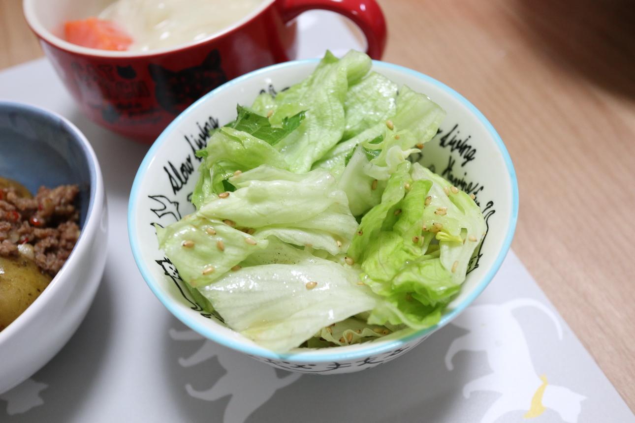 レタスときゅうりのごま風味サラダ